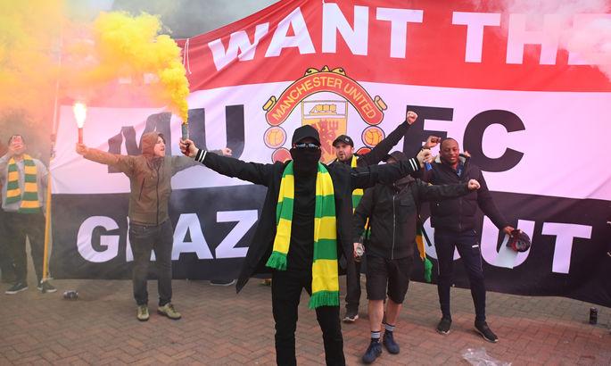 Борьба в подвале УПЛ, протесты в Манчестере, голы Месси и Роналду. Главные новости за 2 мая
