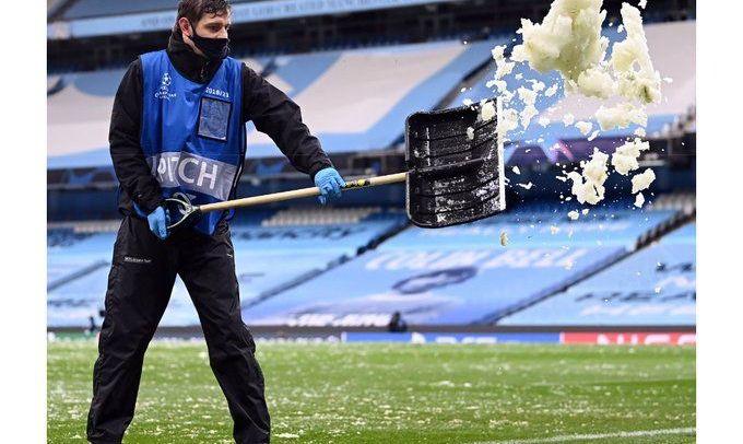 Замело в мае. Полуфинальный поединок Лиги чемпионов играют сразу после снегопада
