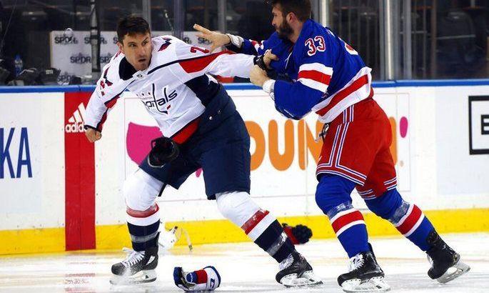 Божевілля в матчі НХЛ: хокеїсти Вашингтона і Рейнджерс побилися 6 раз за стартові 5 хвилин гри