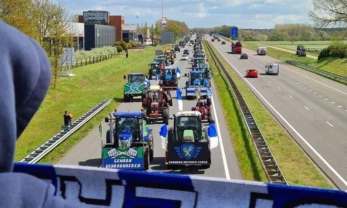 Прямиком с полей: голландские фанаты приехали на решающий матч на тракторах