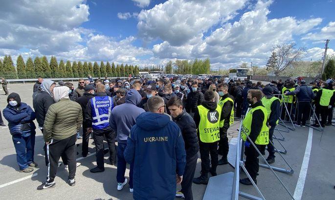 Ультрас Динамо: Руководство клуба отправило на матч с Колосом около сотни своих стюардов спортивного телосложения