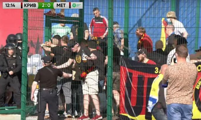 Фанаты Металлурга устроили беспорядки и сорвали матч с Кривбассом. ВИДЕО