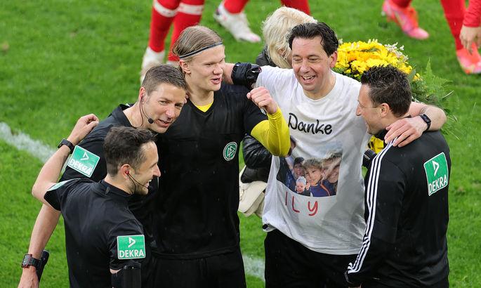 ВИДЕО, как Холанд обменялся футболками с арбитром после матча