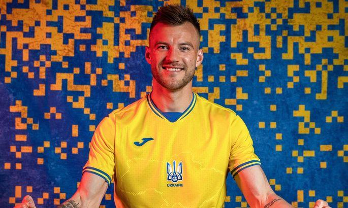 """За несколько дней перед решением о запрете лозунга """"Героям Слава"""" УЕФА подписала новый контракт с Газпромом"""