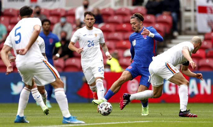 Зрители освистали игроков матча Англия - Румыния, за то, что футболисты стали на колено
