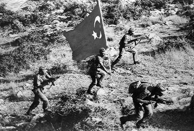 Объединенный чемпионат по-гречески, или Как черные полковники Кипр присоединяли - изображение 3
