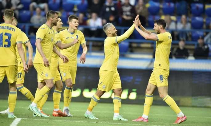 УАФ презентовала автобус сборной Украины на Евро - ФОТО