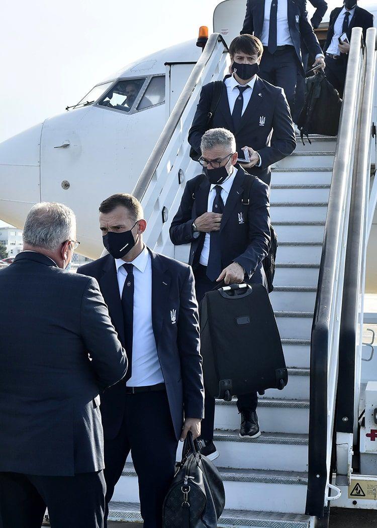 Сборная Украины прибыла в Бухарест - ФОТО - изображение 3