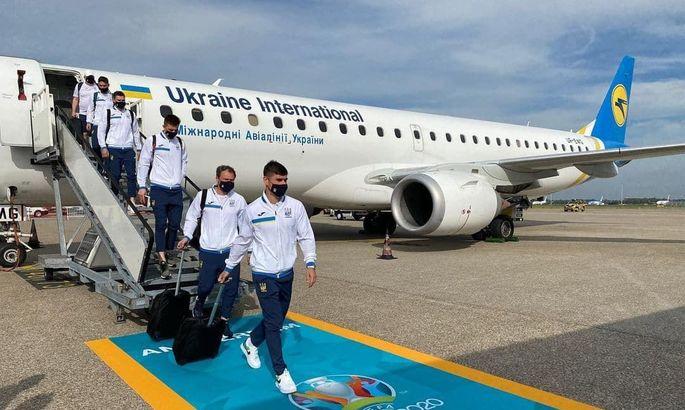 Сборная Украины прибыла в Амстердам на свой первый матч Евро-2020  - ФОТО