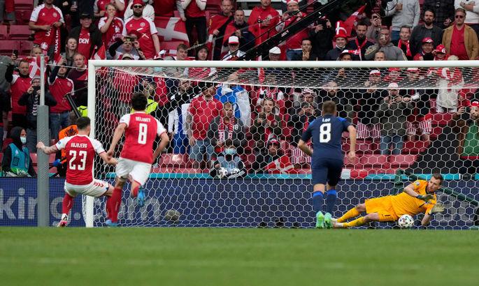 Первый не забитый пенальти на Евро. ВИДЕО, как вратарь Финляндии взял намертво удар с точки
