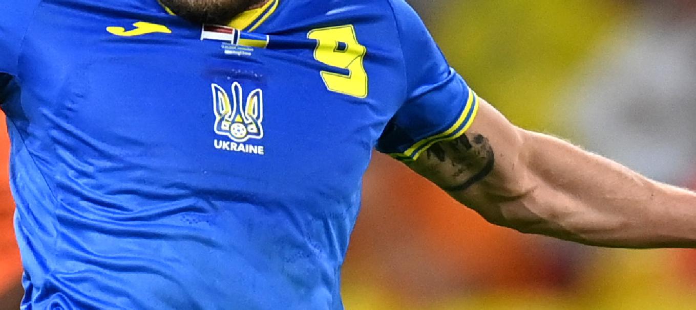 Замаскували. Україна зіграла на Євро-2020 у футболках, на яких майже не видно зображення контурів держави. ФОТОФАКТ - изображение 1