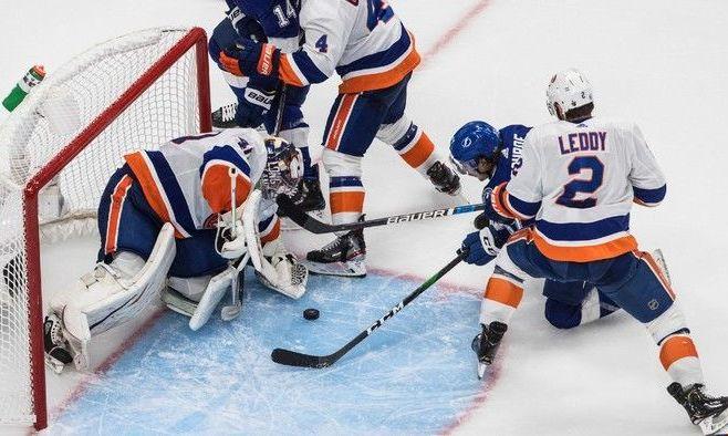 НХЛ: Айлендерс обыграли Тампу в первом матче серии