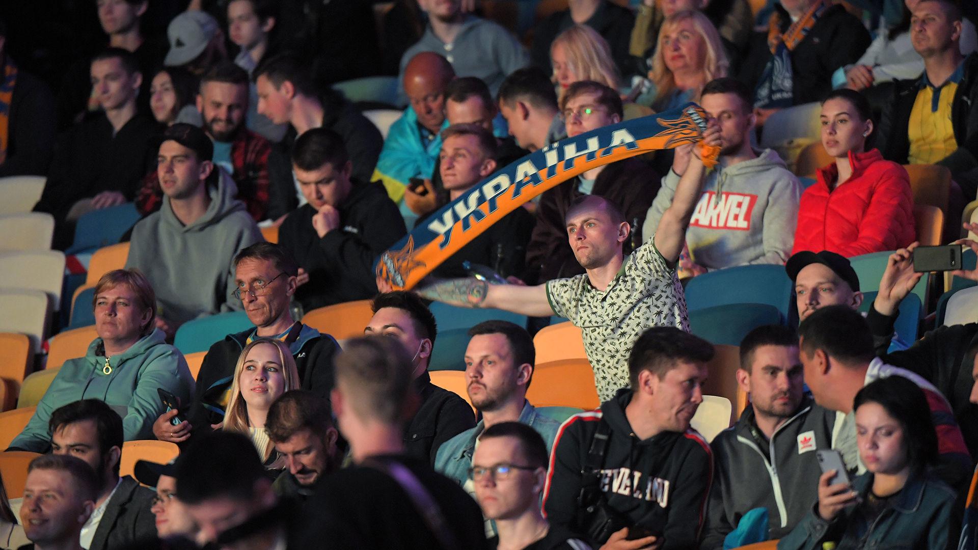 Евро 2020: 10 тысяч украинцев поддержали национальную сборную на Олимпийском - фото 2