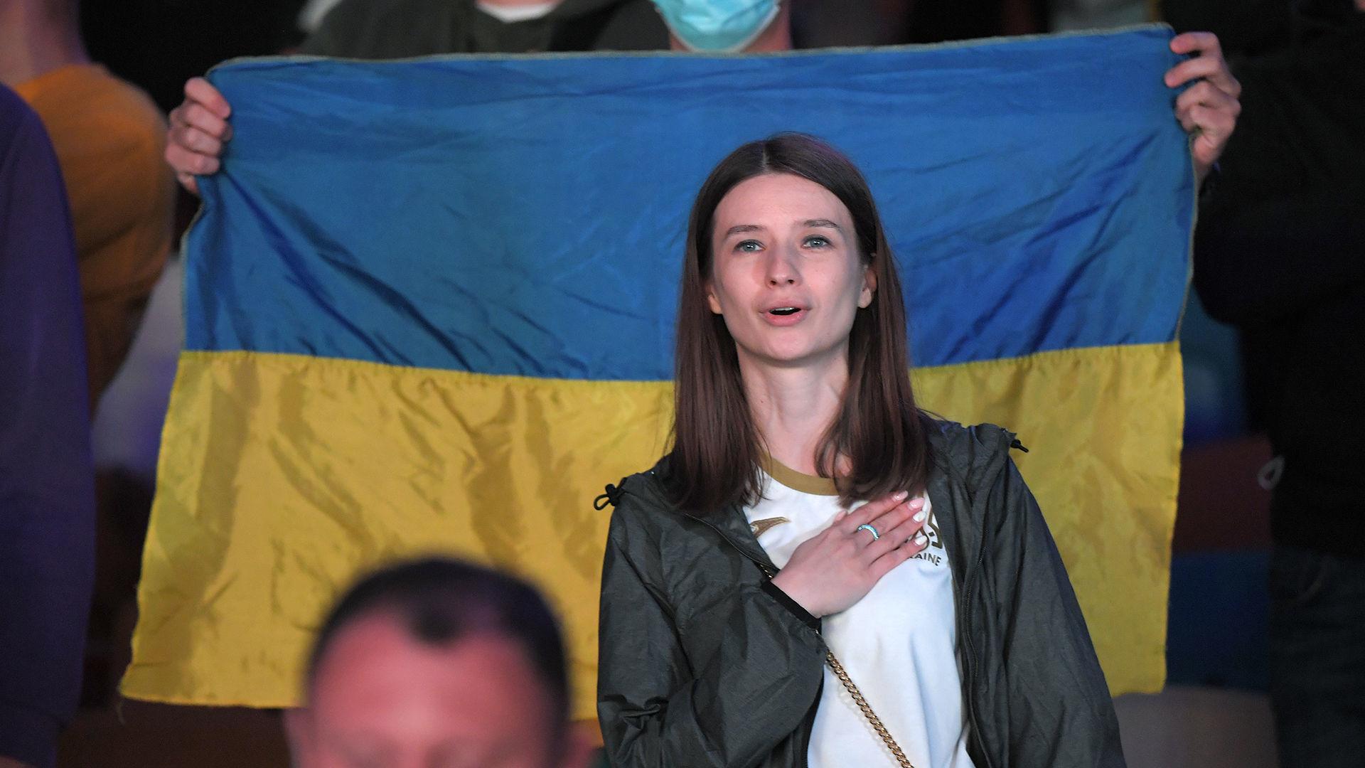 Евро 2020: 10 тысяч украинцев поддержали национальную сборную на Олимпийском - фото 3