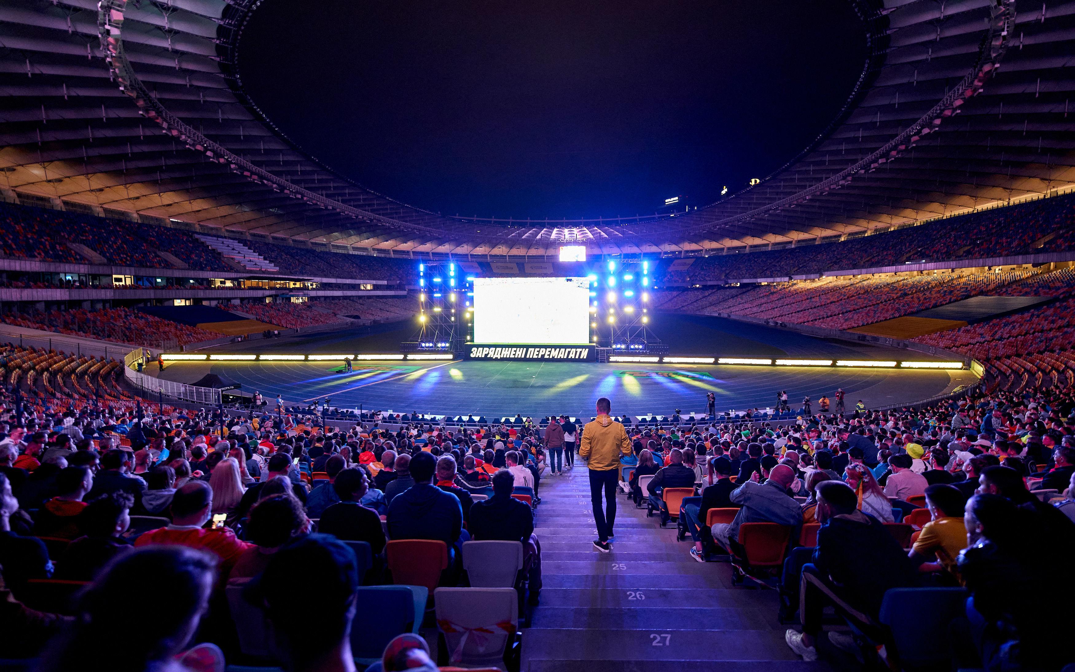 Евро 2020: 10 тысяч украинцев поддержали национальную сборную на Олимпийском - фото 4
