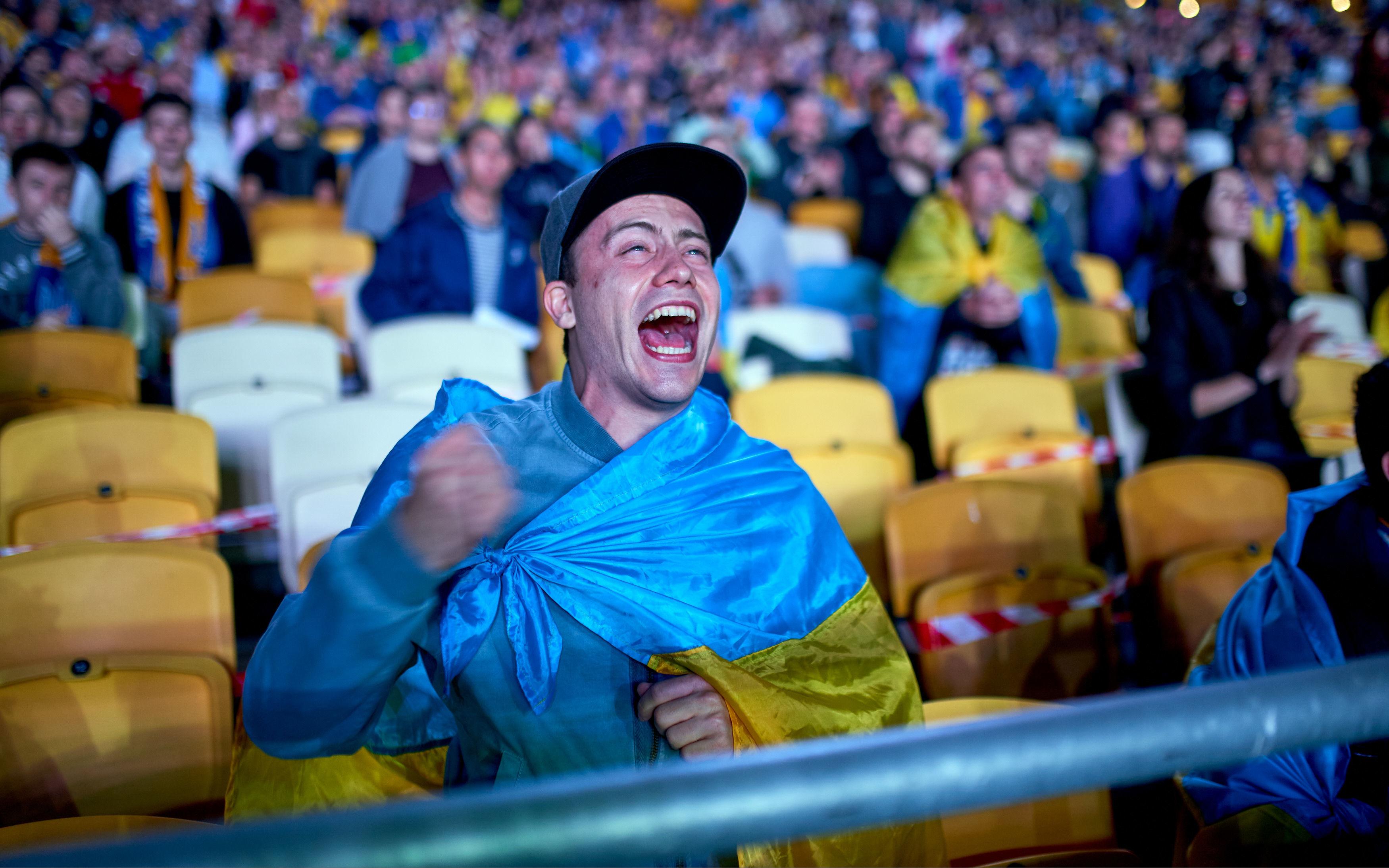 Евро 2020: 10 тысяч украинцев поддержали национальную сборную на Олимпийском - фото 9
