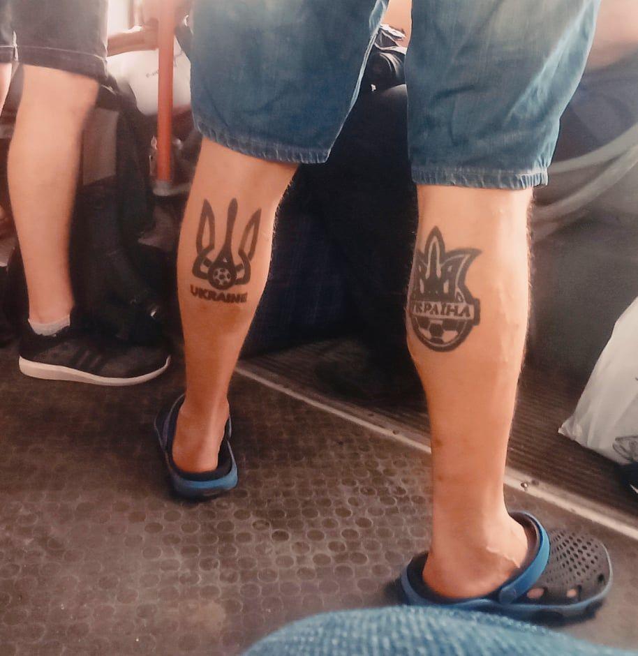 Пассажир с футбольными тату ФФУ и УАФ - изображение 1