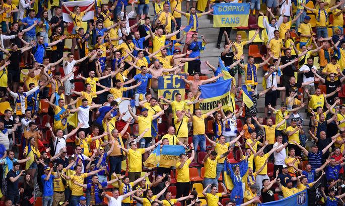 Центр Бухареста гудел: украинские и австрийские болельщики вместе спели Путин – х**ло