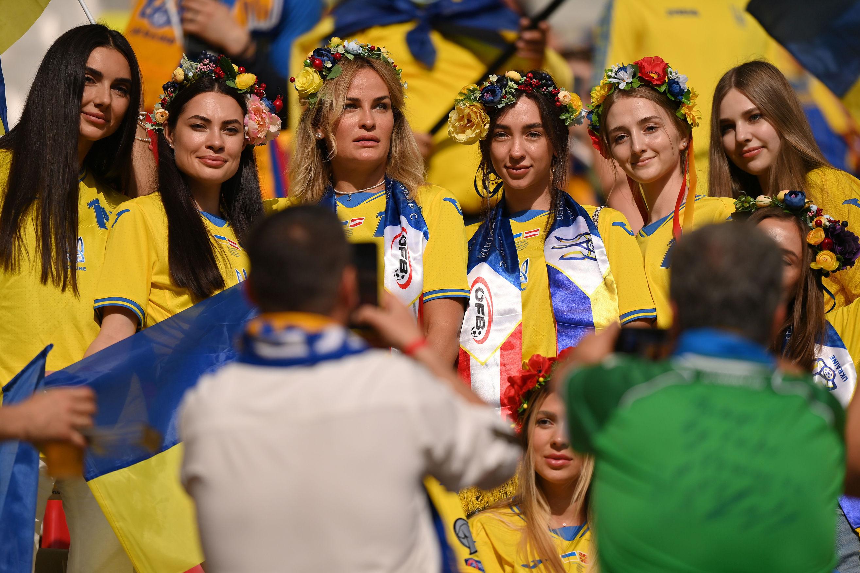 Жены игроков на матче Украины, неудержимая Дания. Лучшие кадры Евро-2020 за 21 июня - изображение 1