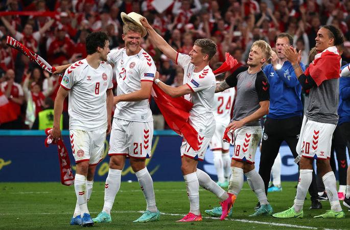 Жены игроков на матче Украины, неудержимая Дания. Лучшие кадры Евро-2020 за 21 июня - изображение 11