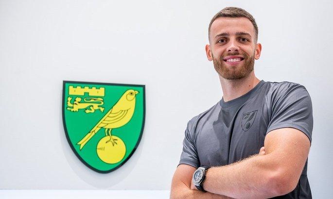Норвич подписал контракт с вратарем Саутгемптона