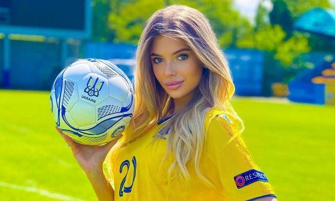 Даша Савина пробила отметку в 200 тысяч фолловеров и поздравила сборную Украины. ФОТО