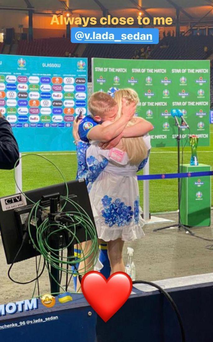 Максимально трогательно. Объятия Александра Зинченко и Влады Седан после победы над Швецией. ФОТО - изображение 1