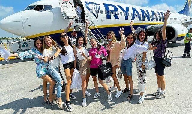 Дружини футболістів збірної України летять до Риму підтримати чоловіків у матчі з Англією - ФОТО