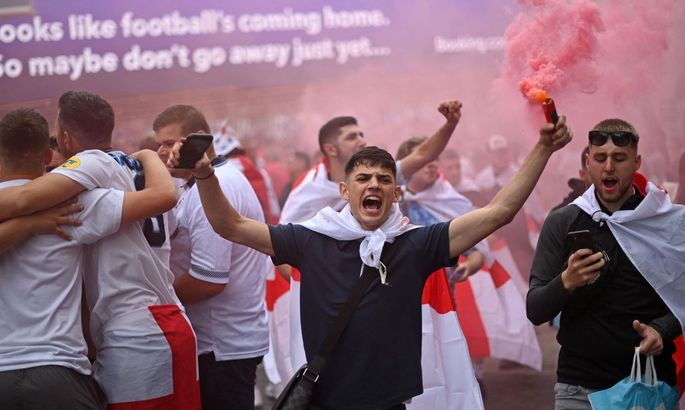 В Британии начались задержания хулиганов, которые в соцсетях оскорбляли игроков сборной Англии