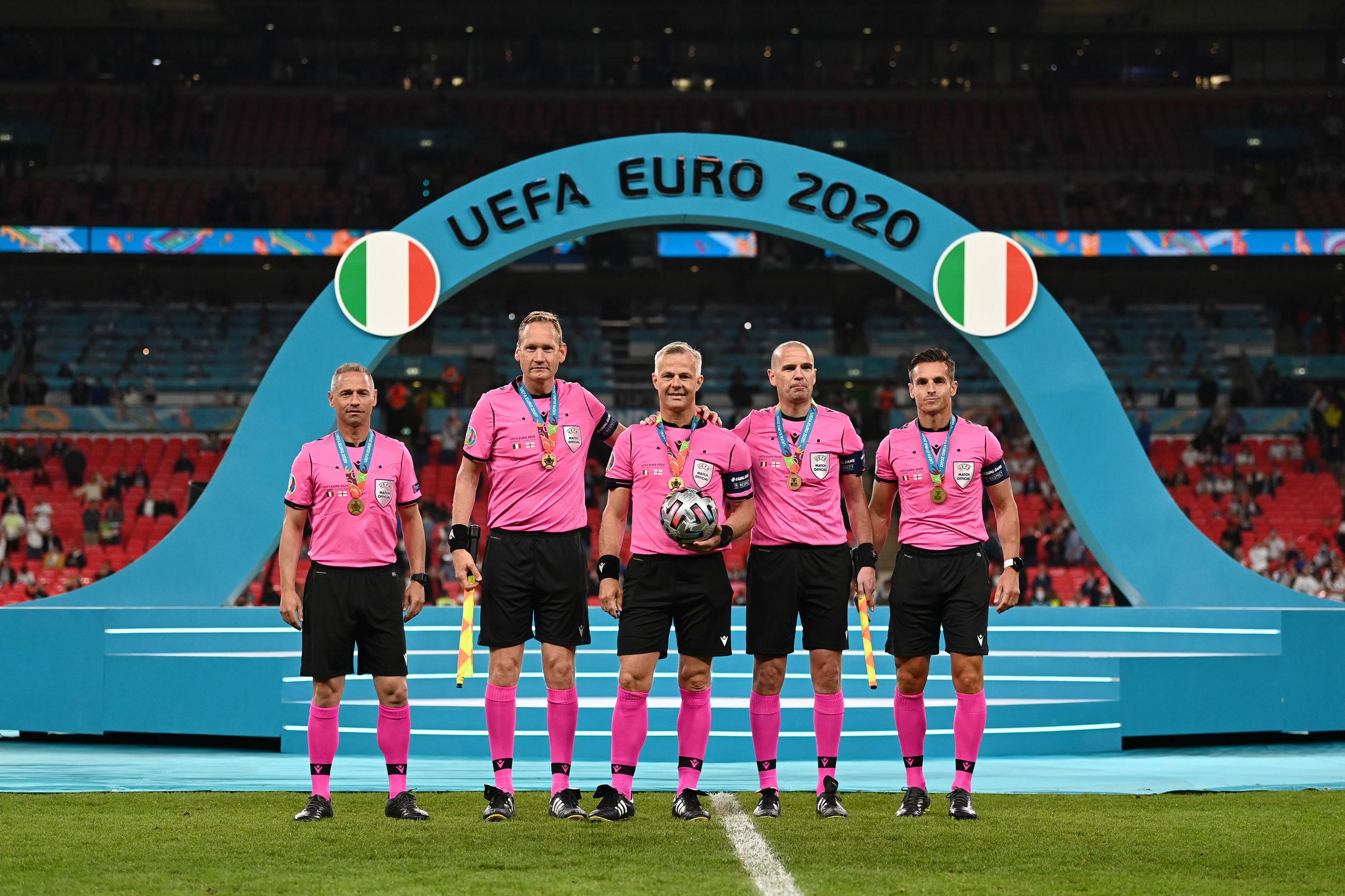 В финале Стерлинг нырял так же, как в полуфинале против Дании. Но на этот раз Англия не получила право на пенальти - изображение 1