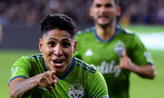Красота из MLS. Форвард Сиэтл Саундерс по невероятной дуге закрутил мяч с центра прямо в ворота