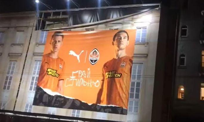 Стильно падает. Фанаты Динамо опубликовали ВИДЕО, как со здания срывается баннер Шахтера