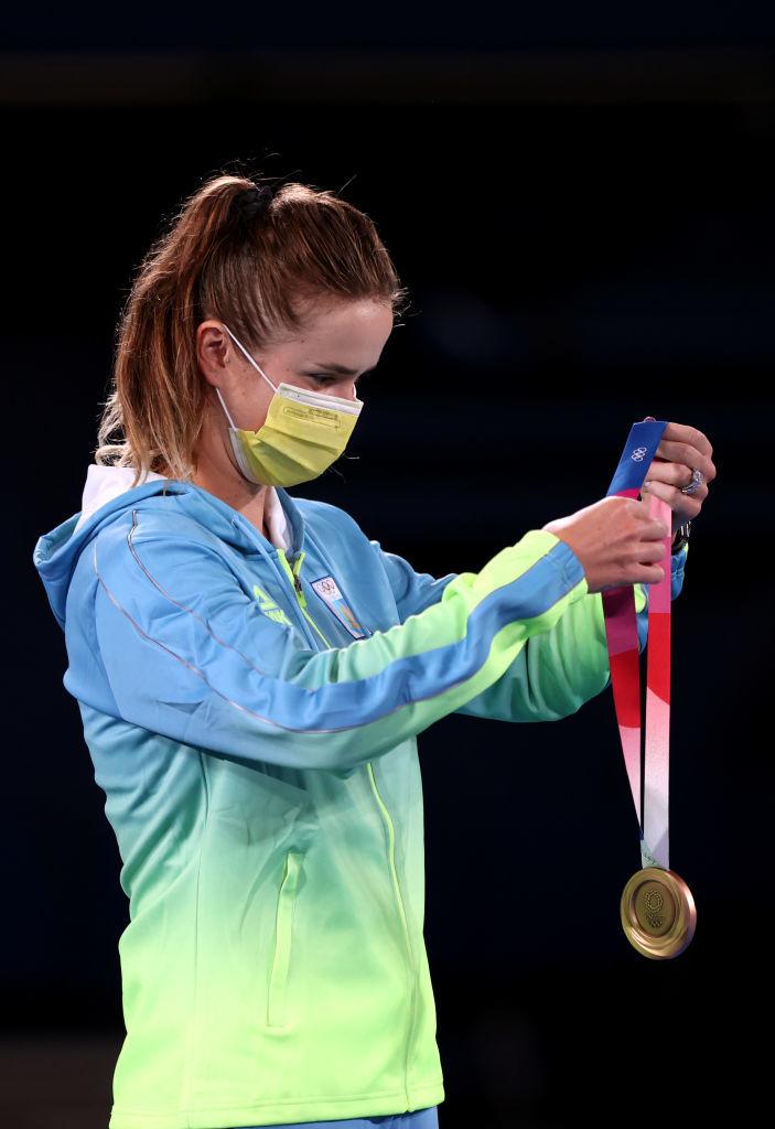 Элина Свитолина получила олимпийскую медаль: Лучшие фото из церемонии награждения - изображение 4