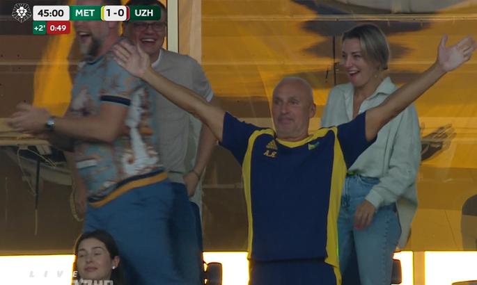 Ярославский празднует на стадионе. Металлист - Ужгород 3:1