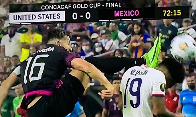 США виграли Кубок КОНКАКАФ. ВІДЕО жорстокого фолу, за який мексиканець не був вилучений