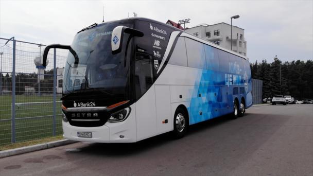 ФОТО. Динамо презентувало новий клубний автобус - изображение 1
