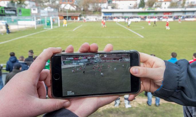 Где и как смотреть футбол в новом сезоне: все каналы, интернет-платформы и турниры, которые они транслируют