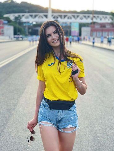 Невероятная Александра Лобода радует фанатов соблазнительными фото на отдыхе в Греции. ФОТО