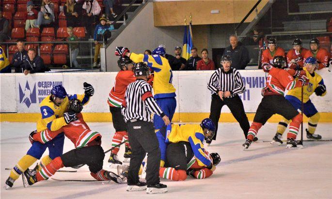 Украинцы отдубасили венгров в конце хоккейного матча международного турнира в Броварах U-18