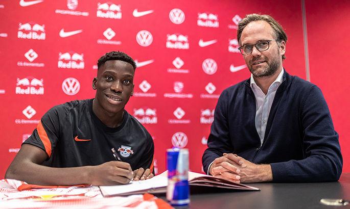 Официально: Лейпциг подписал полузащитника Барселоны