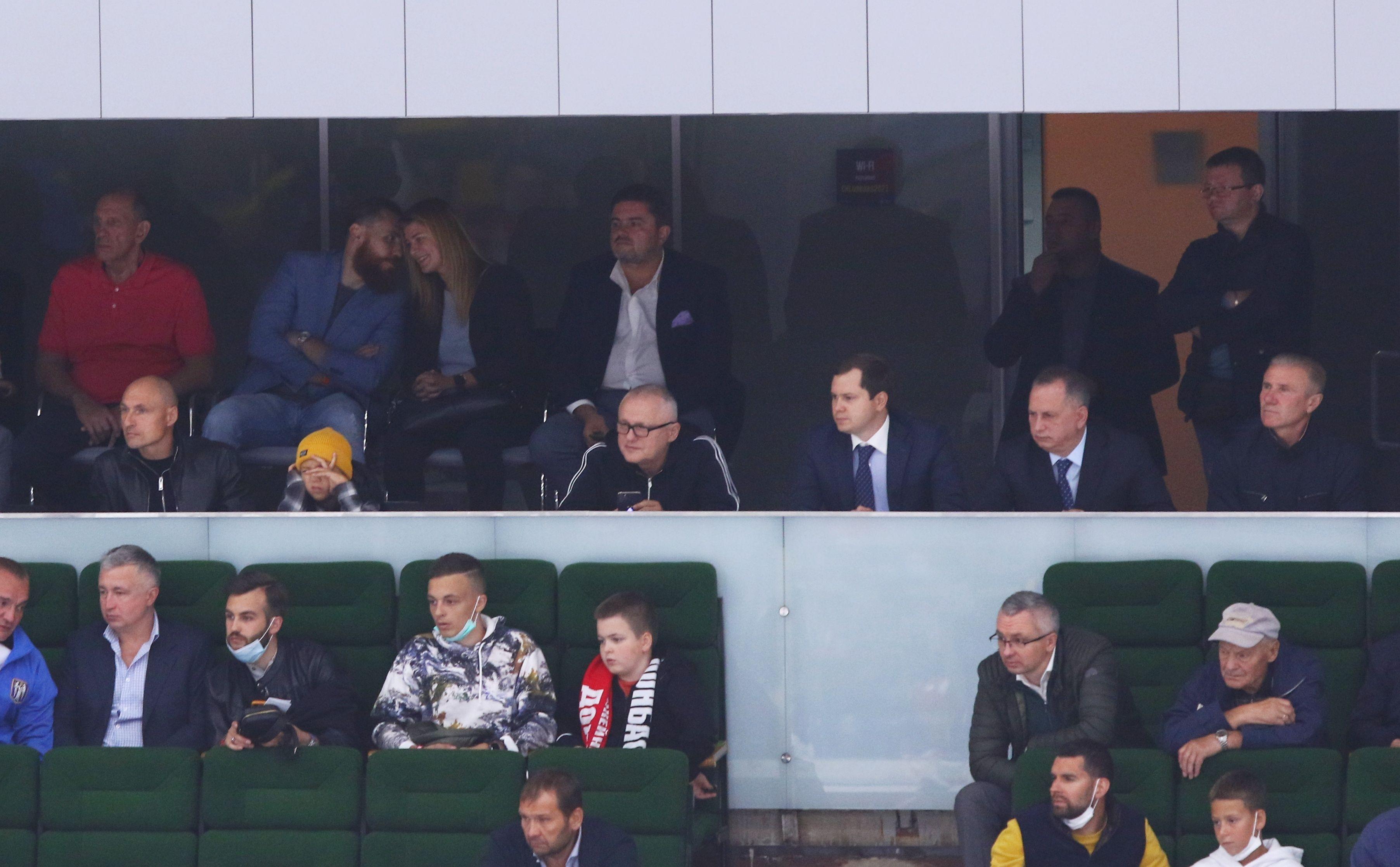 Донбасс стартовал в ЛЧ. Шевченко провел вбрасывание, Суркис и Павелко болели на трибунах - ФОТО - изображение 2