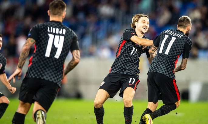 Впервые побеждают без Модрича. Видео обзор матча Словакия - Хорватия 0:1