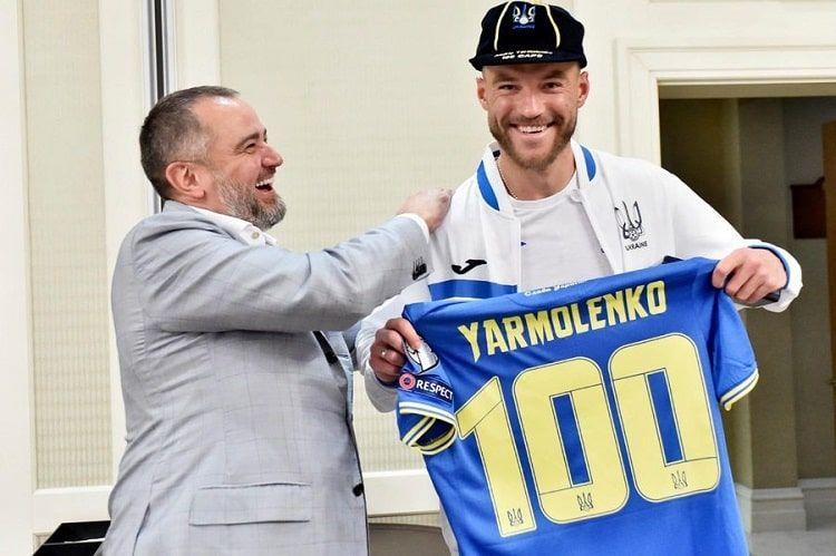 100 матчей за сборную. Ярмоленко получил памятные призы от УЕФА и УАФ - изображение 1