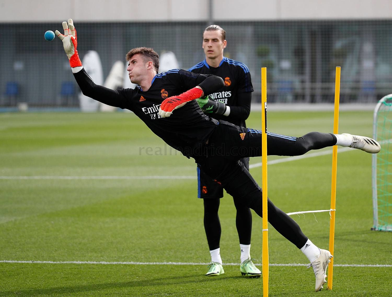 Лунин вернулся к тренировкам с Реалом - ФОТО - изображение 1