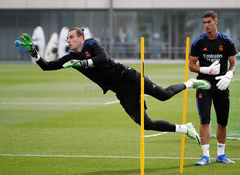 Лунин вернулся к тренировкам с Реалом - ФОТО - изображение 3