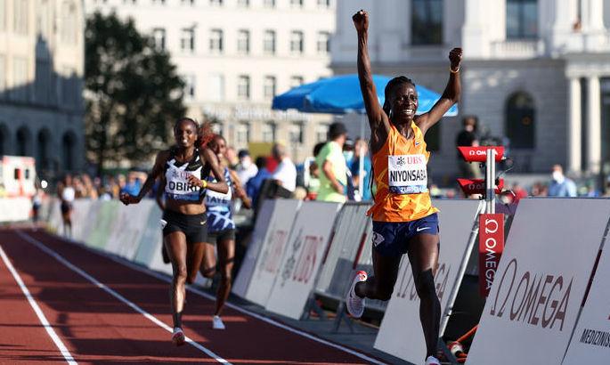 Побит мировой рекорд в беге на 2000 метров. Он держался с 1994 года