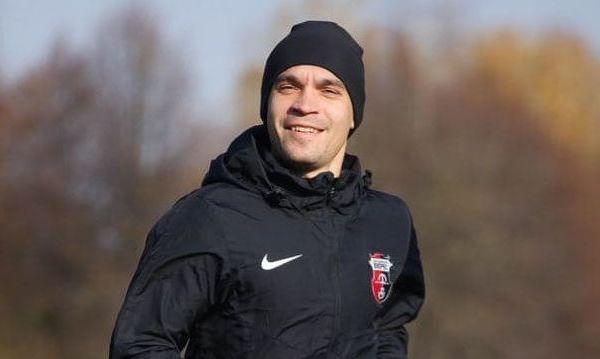 Сборная Италии отдыхает. ВИДЕО, как игрок Вереса эмоционально выполнял гимн Украины перед матчем против Шахтера