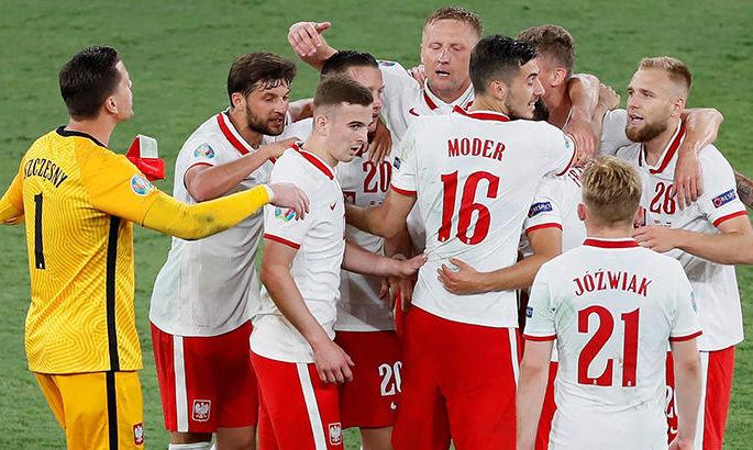 Матч сборных Польши и Албании приостановили из-за фанатов