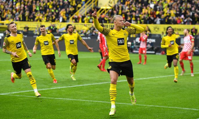 Бундеслига. Холанд поднял Дортмунд на вершину таблицы , быки потеряли очки в Фрайбурге