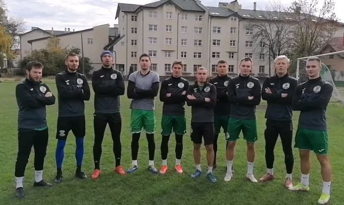 """Карпати Галич заспівали пісню """"Батько наш Бандера"""" і передали естафету галицьким командам"""